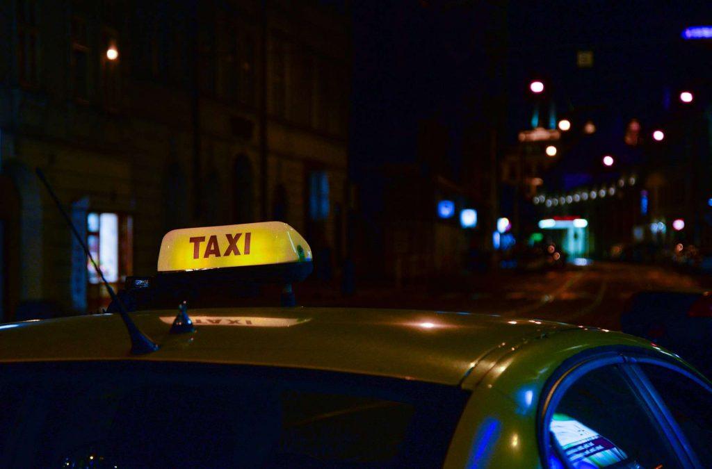 Czy taksówki w miastach są potrzebne?